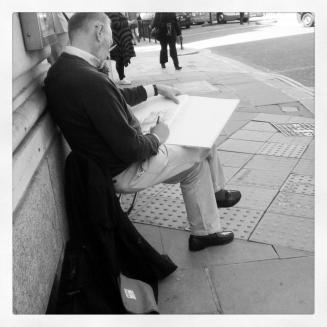 Image courtesy Jess Huang of a man sketching in central London.